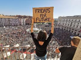 """CLIMA, MANIFESTAZIONI IN 180 CITTÀ ITALIANE """"SIAMO PIÙ DI UN MILIONE"""""""