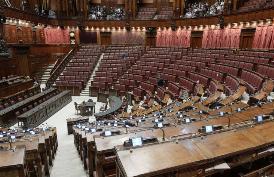VIA LIBERA DELLA COMMISSIONE CAMERA AL TAGLIO DEI PARLAMENTARI