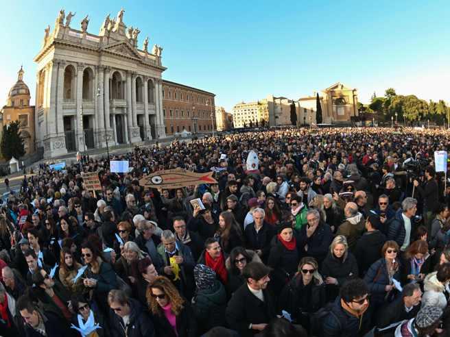"""LE SARDINE IN PIAZZA A ROMA, SANTORI """"LA POLITICA NON È MARKETING"""""""