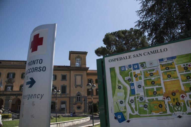 ROMA, AL SAN CAMILLO ASPORTATO UN TUMORE DI 4 KG A UNA DONNA DI 100 ANNI