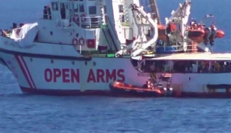 La nave Open Arms soccorre 158 immigrati al largo della Libia