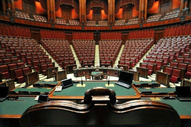 Eurispes, solo il 14,6% degli italiani ha fiducia nelle istituzioni