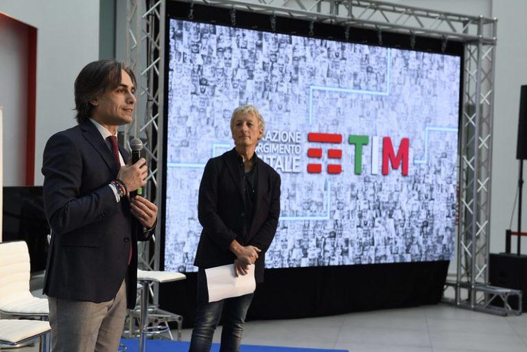 Tim, in Calabria un progetto per insegnare come utilizzare Internet
