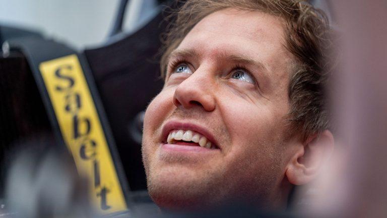 Vettel per la prima volta nell'abitacolo della nuova Ferrari