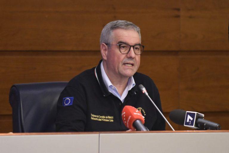 Sintomi febbrili per Borrelli, lascia la sede della Protezione Civile