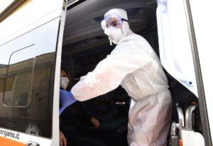 Coronavirus, 300 nuovi casi e 92 decessi, ricoveri ancora in calo