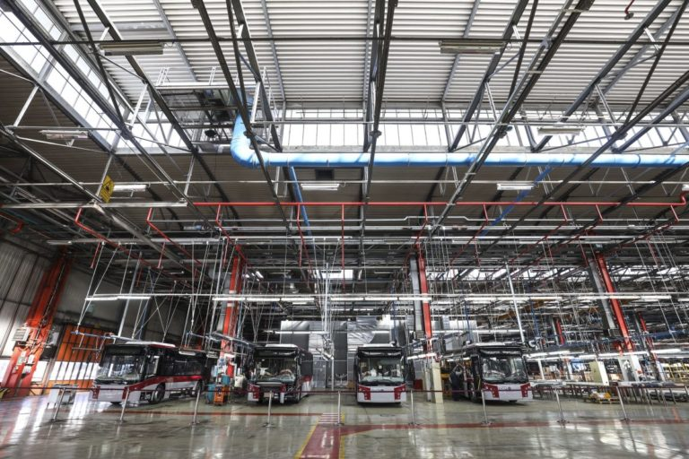 Crolla la produzione industriale, a maggio -33,8% su base annua