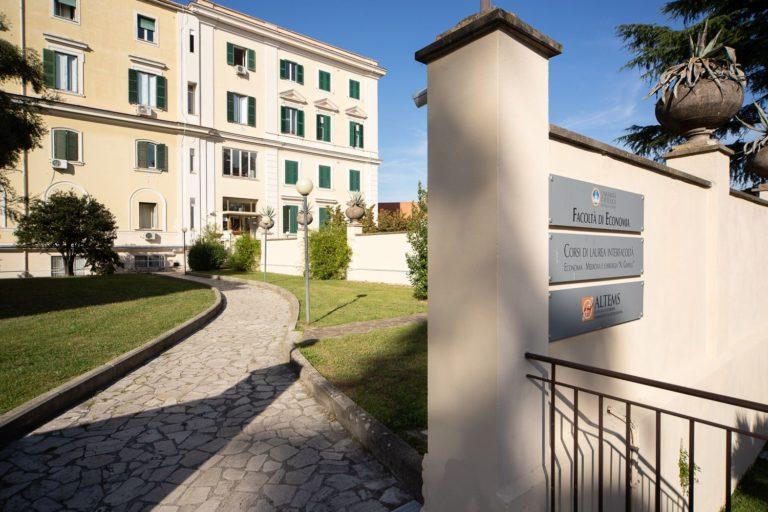 Università Cattolica, Economia: a Roma giovedì test per corso triennale